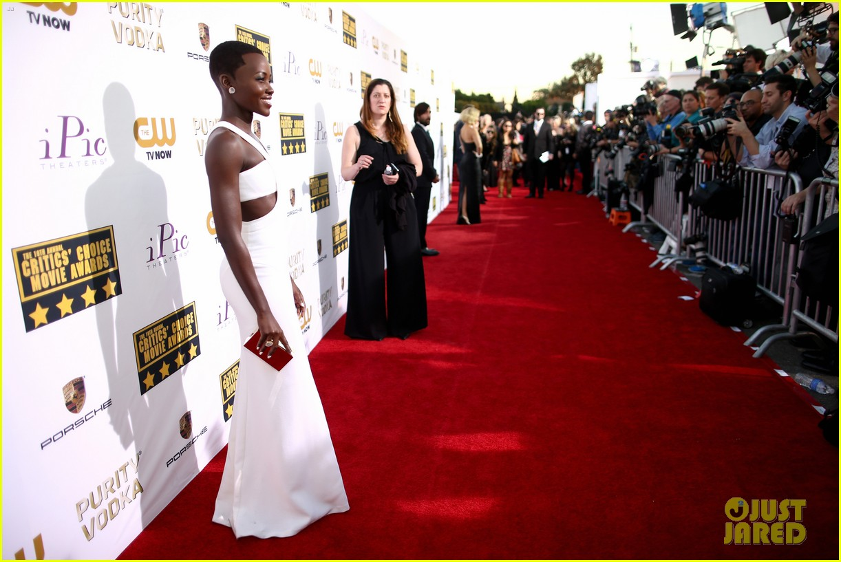 lupita nyongo critics choice movie awards 2014 red carpet 03
