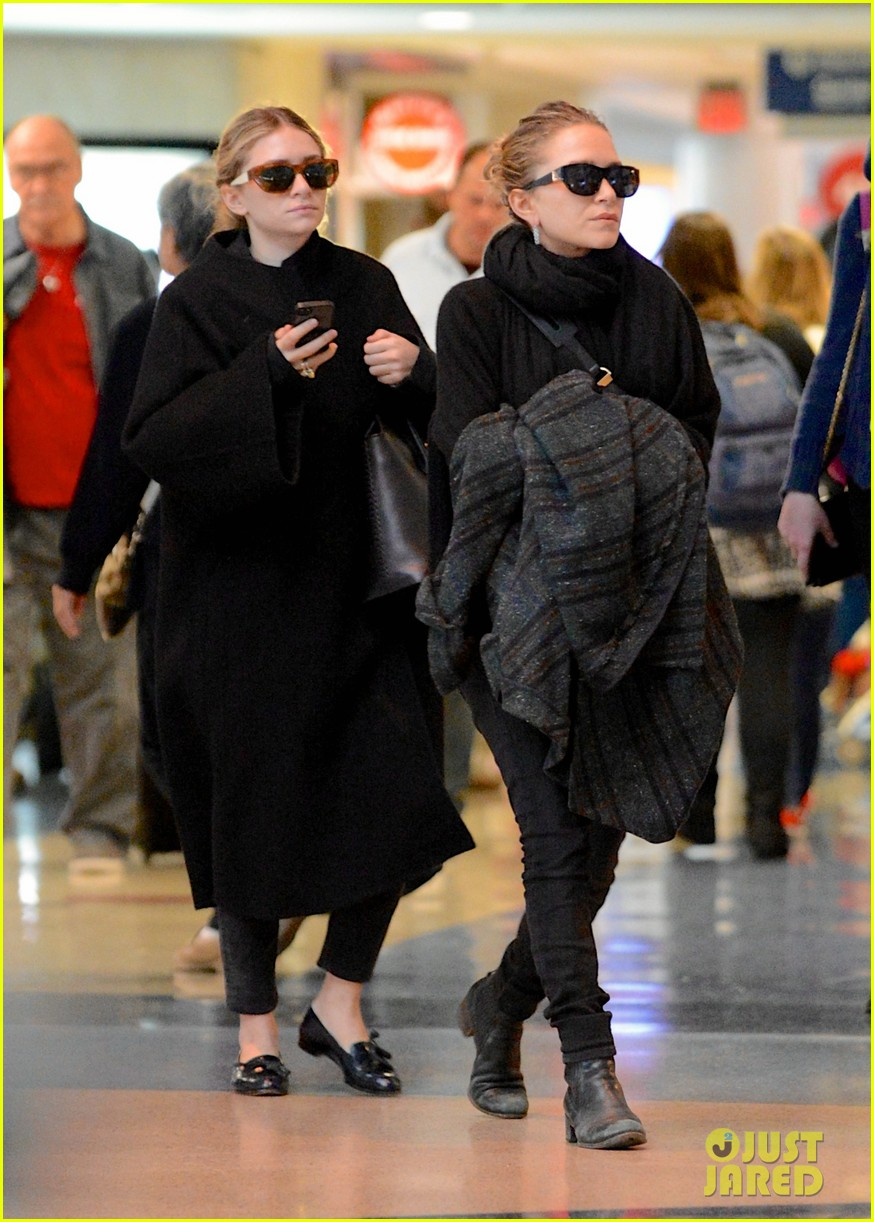 mary kate ashley olsen both wear black at lax 013037058