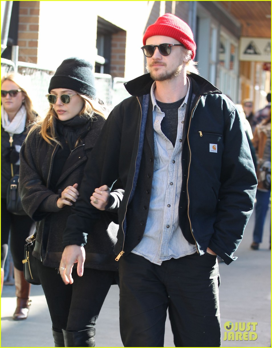 elizabeth olsen hangs with boyd holbrook at sundance 05