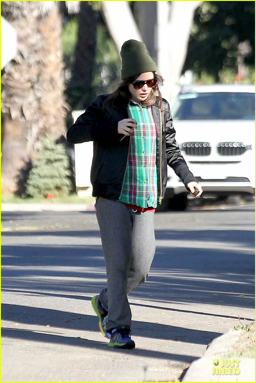 ellen page car fixing gal after gym workout 09