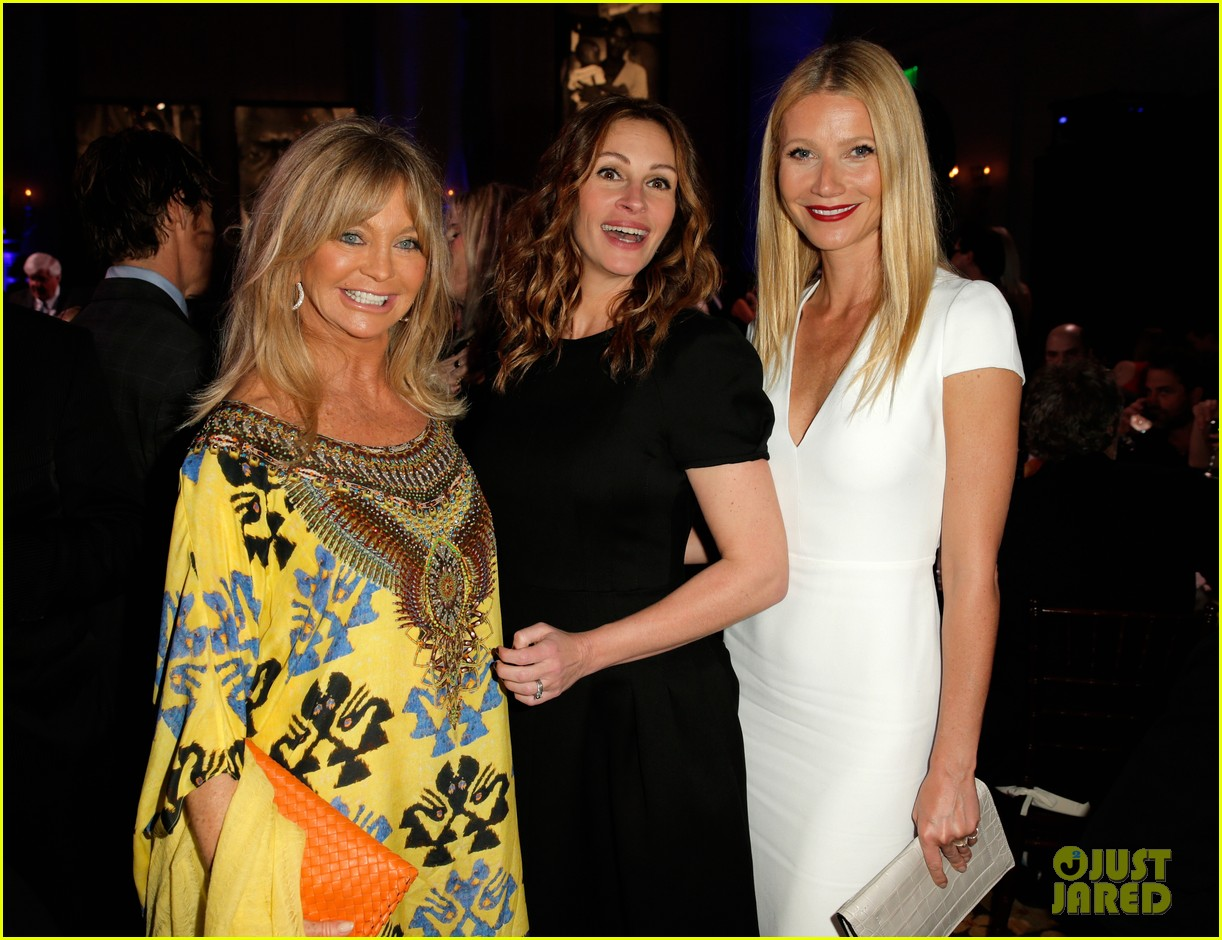 gwyneth paltrow julia roberts help haiti home gala 2014 07