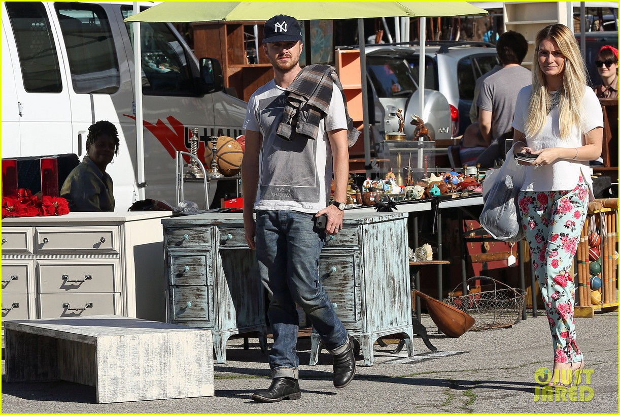 aaron paul wife lauren kiss cuddle at the flea market 15