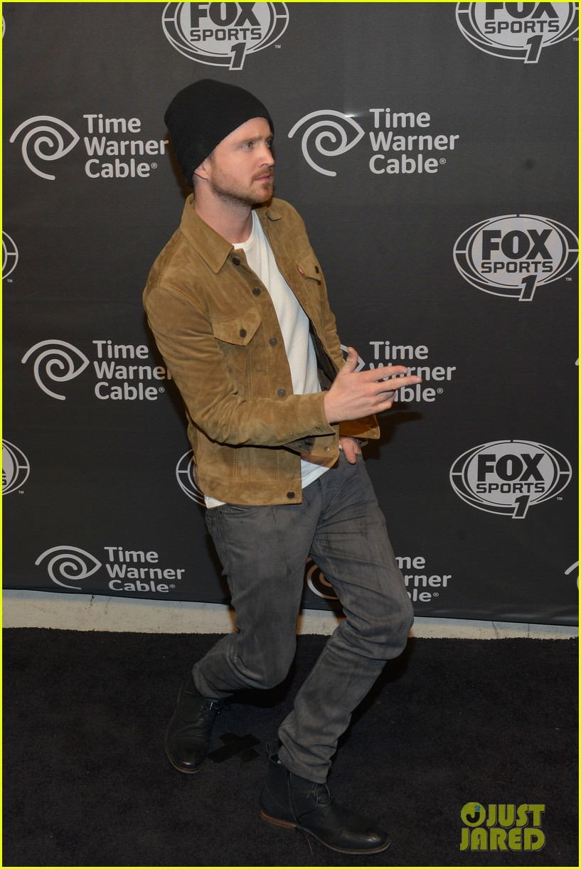 aaron paul kicks his heels up his wife seems unimpressed 01