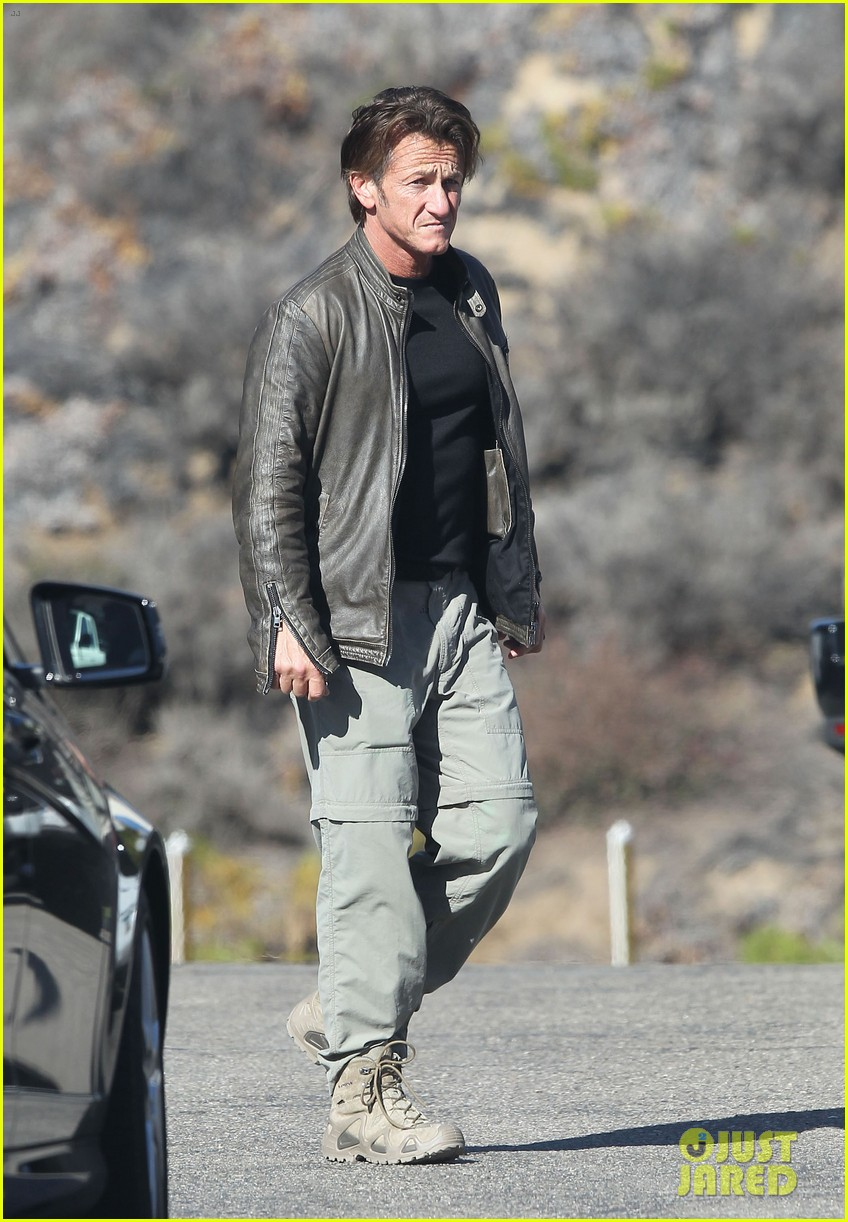sean penn steps out after hawaii trip with charlize theron 03