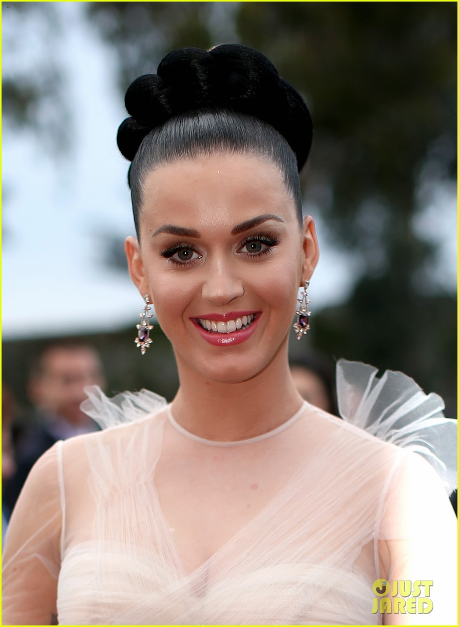 katy perry grammys 2014 red carpet 10