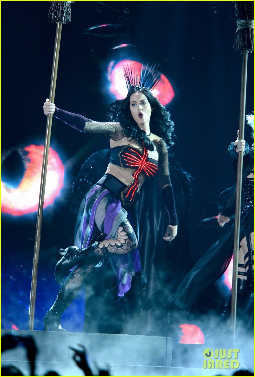 katy perry performs dark horse at grammys 2014 video 09