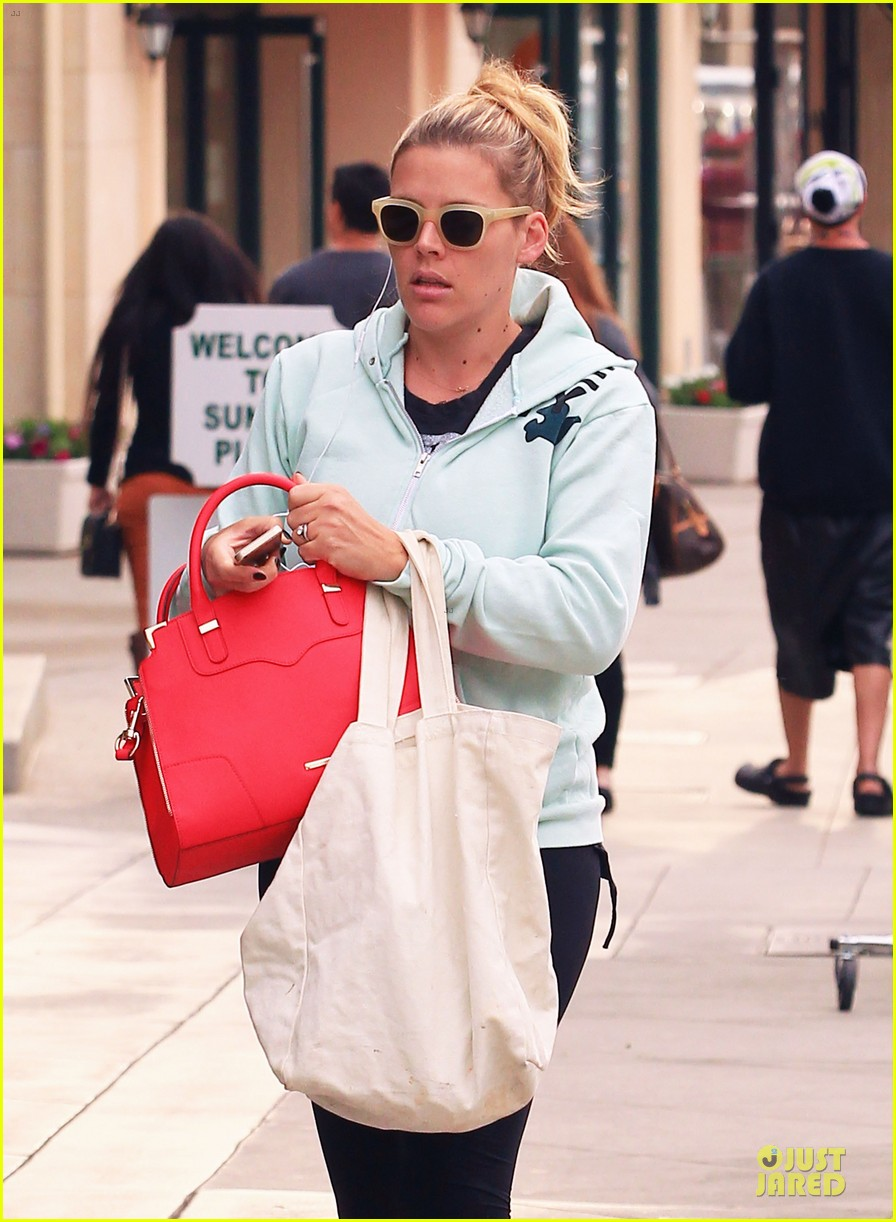busy philipps my day is ruined after seeing a dead dog 123042367