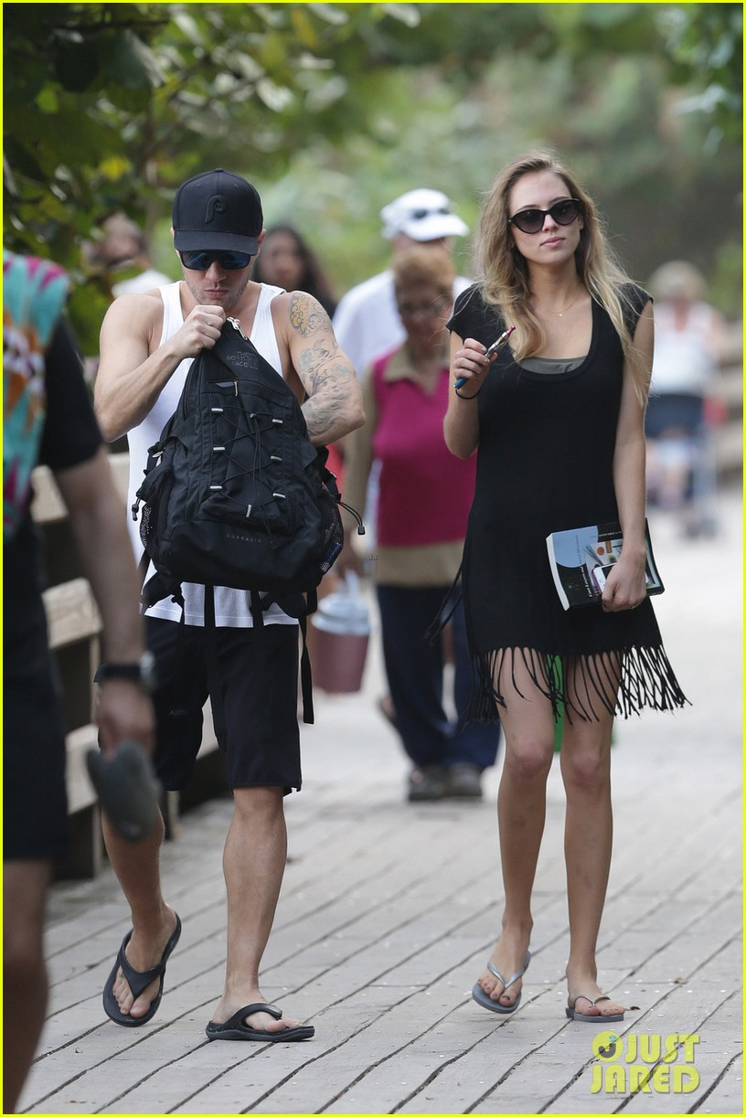 Ryan Phillippe & Paulina Slagter: Miami Boardwalk Stroll! Ryan Phillippe