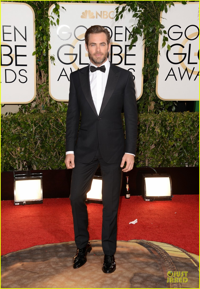 chris pine golden globes 2014 red carpet 013029625