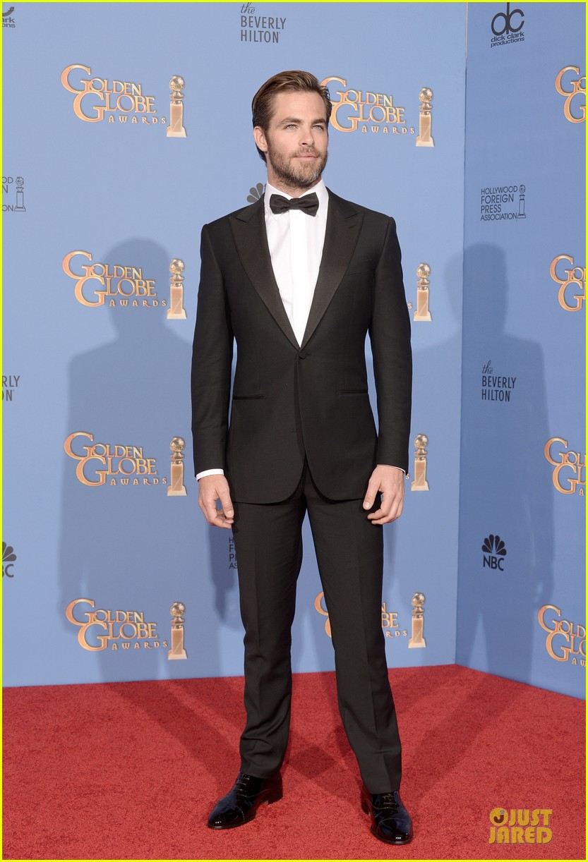 chris pine golden globes 2014 red carpet 11