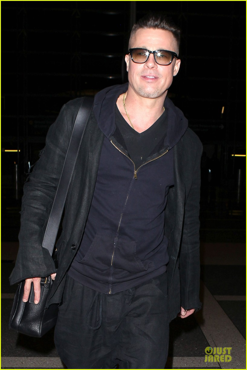 brad pitt lax departure after producers guild awards 15