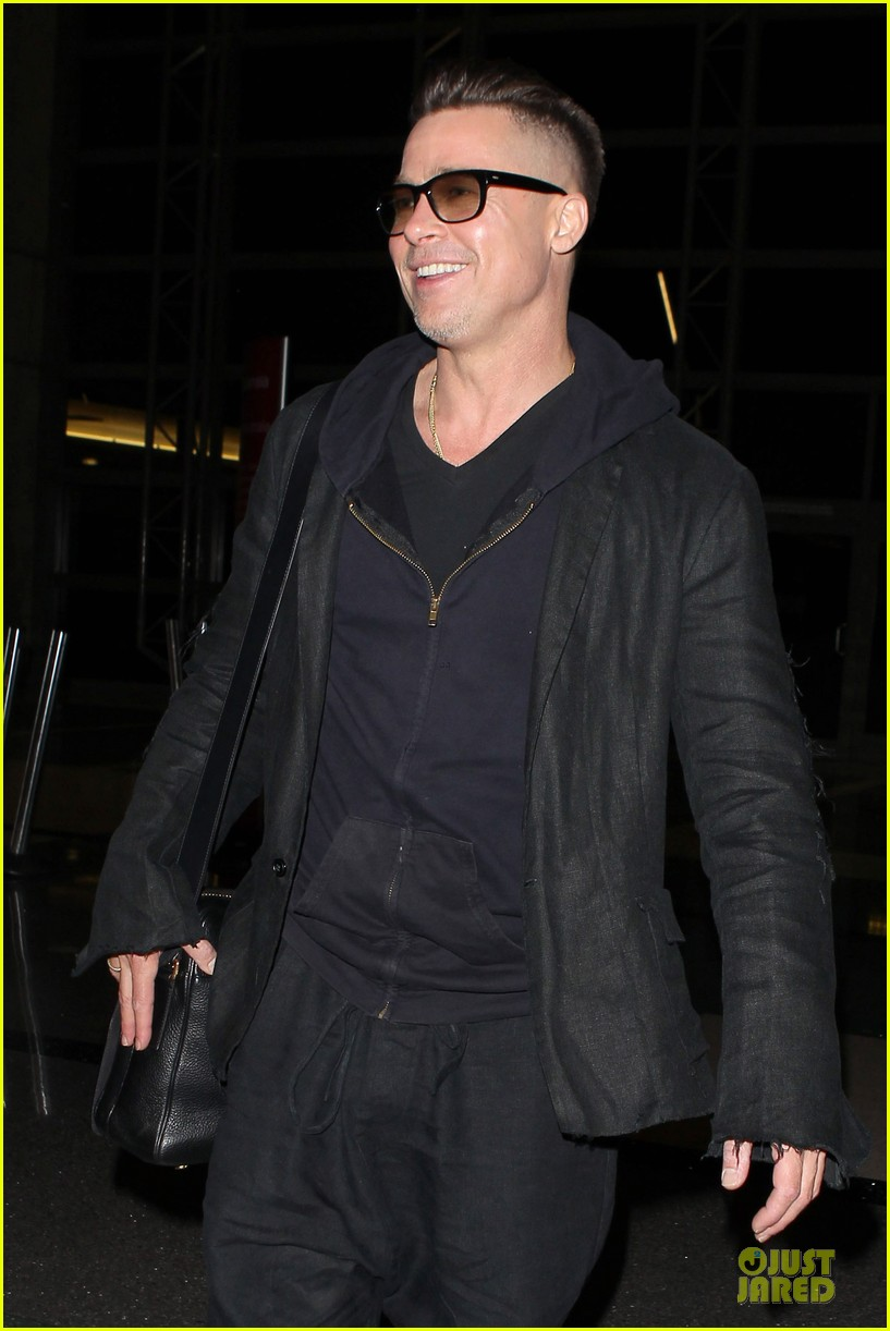 brad pitt lax departure after producers guild awards 16
