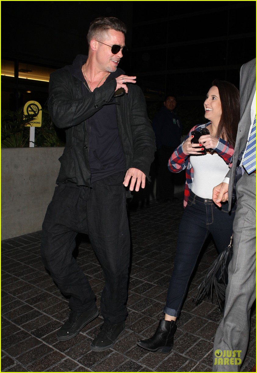 brad pitt lax arrival after angelina jolie difret news 033034039