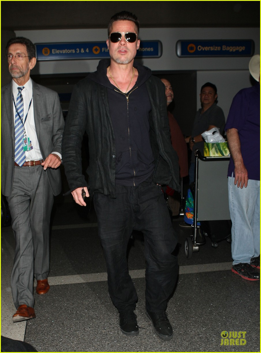 brad pitt lax arrival after angelina jolie difret news 053034041