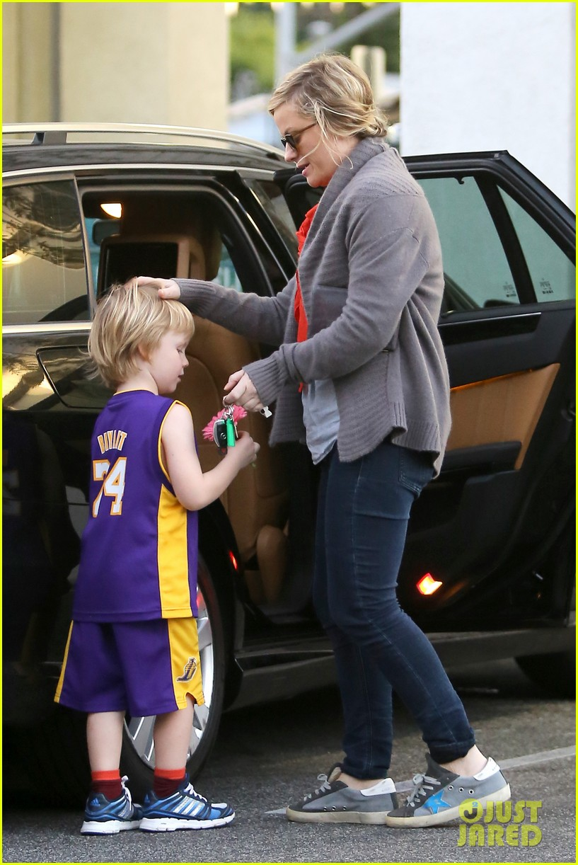 amy poehler abel holds flower for his mom 13