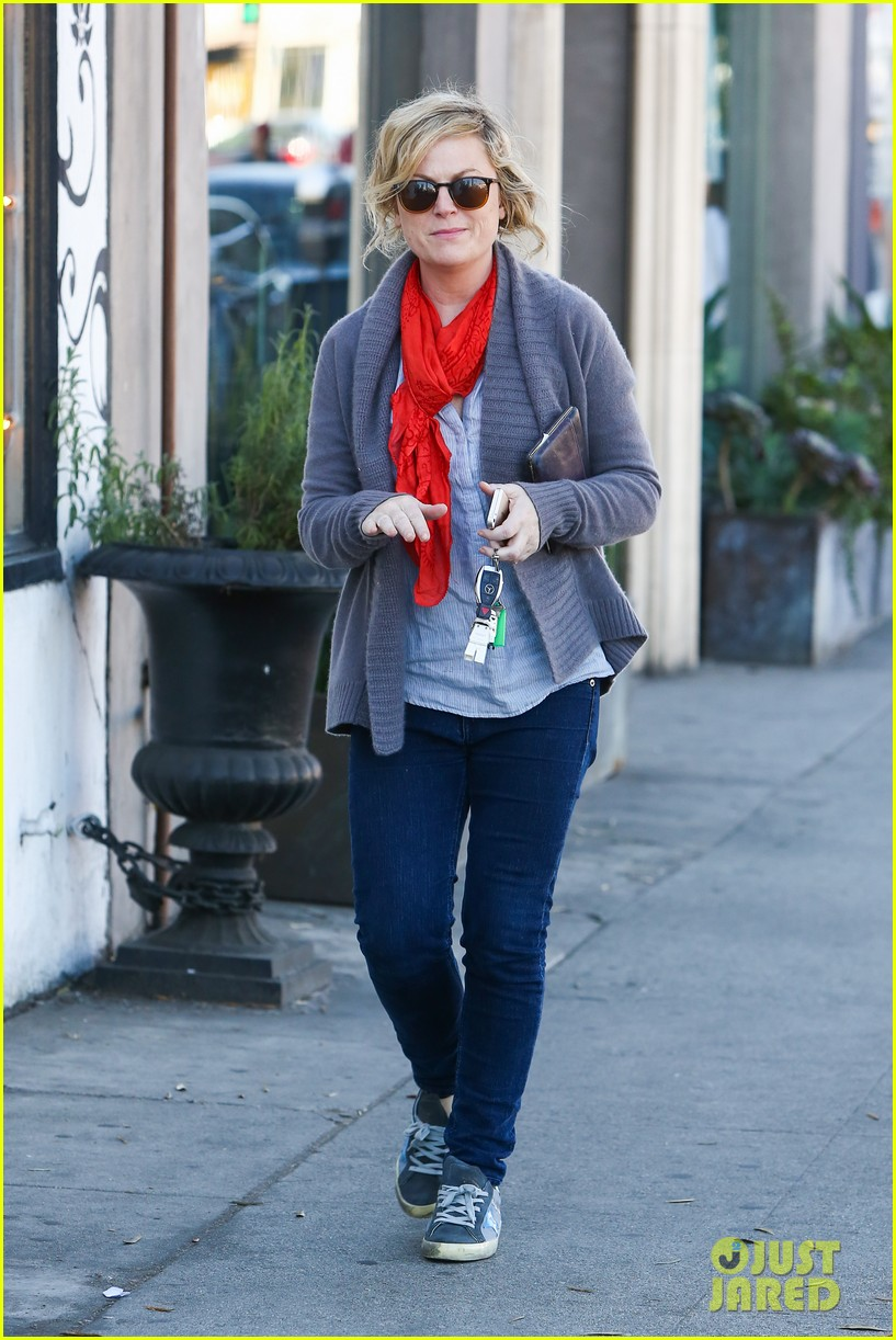 amy poehler abel holds flower for his mom 173023527