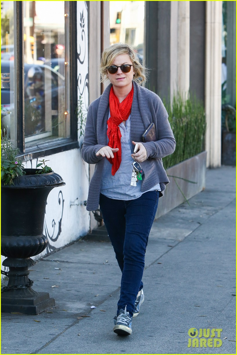 amy poehler abel holds flower for his mom 193023529
