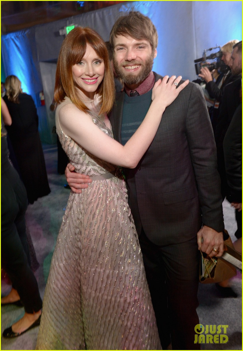 chris pratt bryce dallas howard meet at golden globes 2014 10
