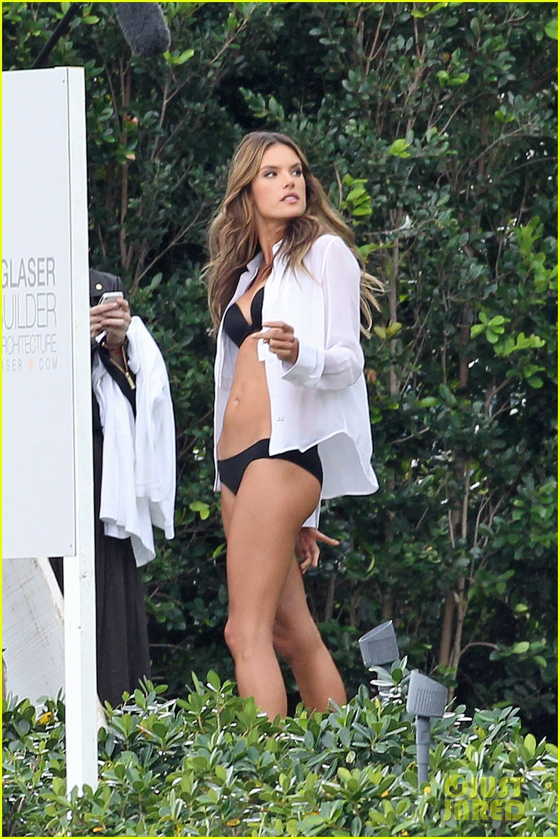 behati prinsloo alessandra ambrosios bikini bodies will make you head to the gym right now 033044528
