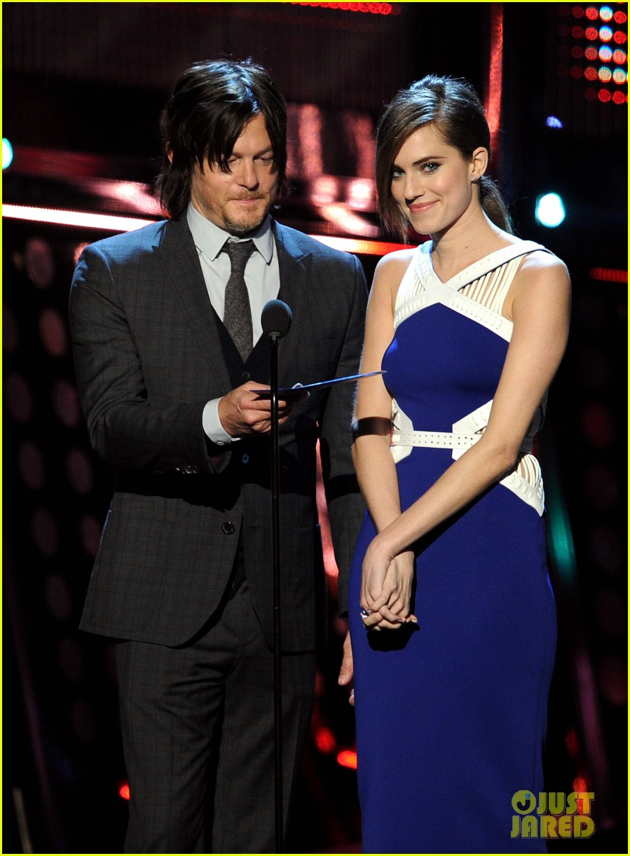 norman reedus peoples choice awards 2014 presenter 12