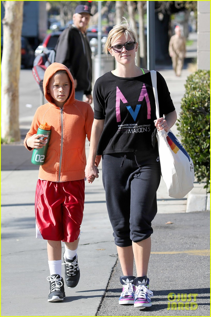 reese witherspoon busy saturday with son deacon 013035530