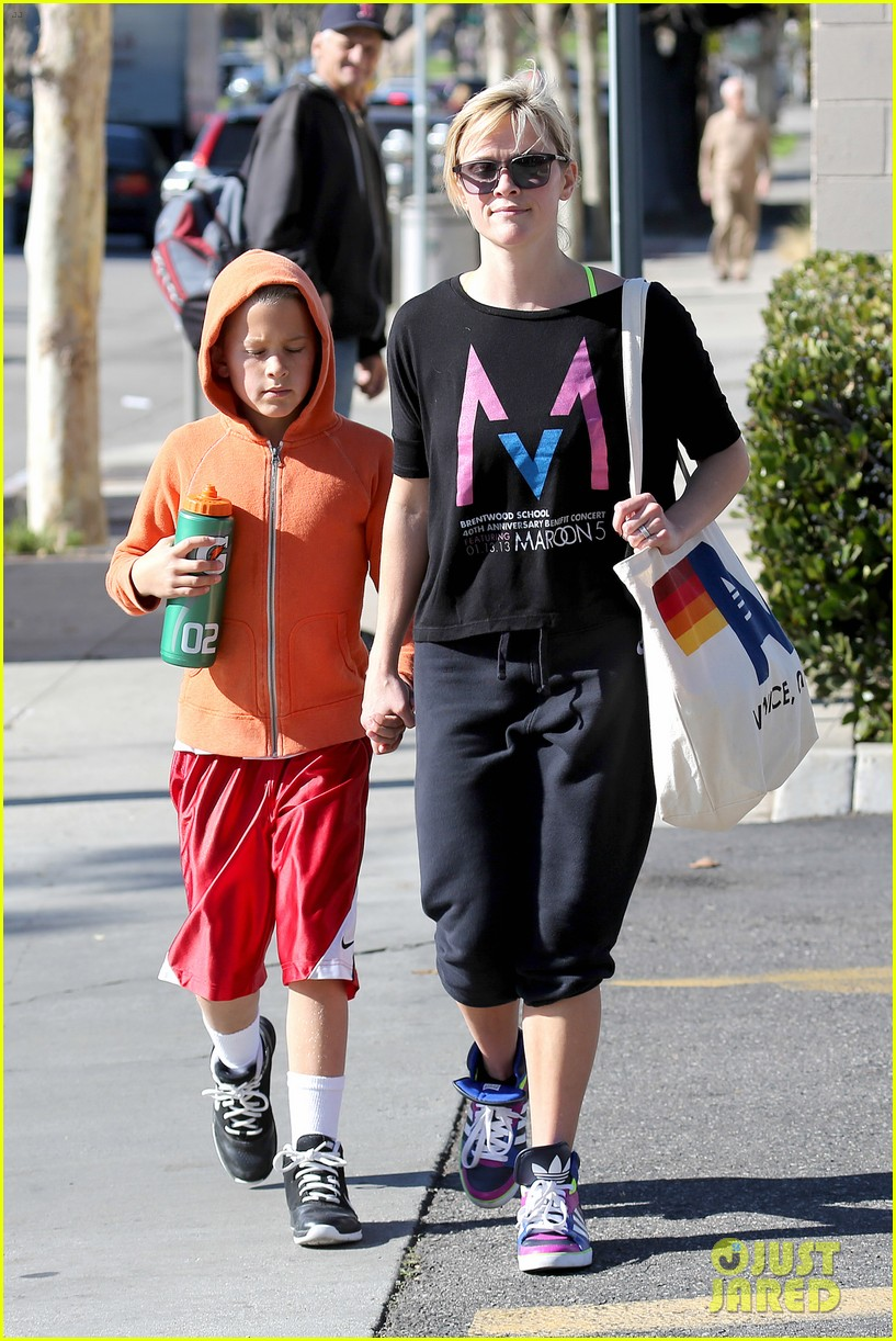 reese witherspoon busy saturday with son deacon 093035538