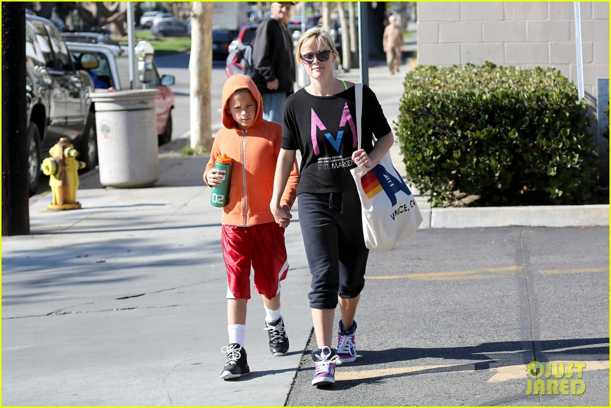 reese witherspoon busy saturday with son deacon 11