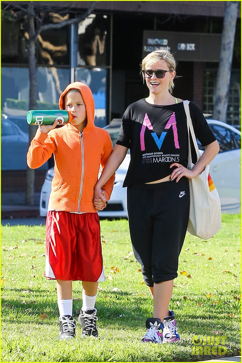 reese witherspoon busy saturday with son deacon 153035544