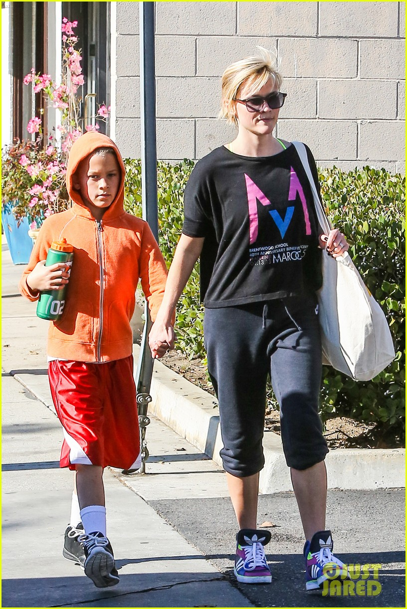 reese witherspoon busy saturday with son deacon 25