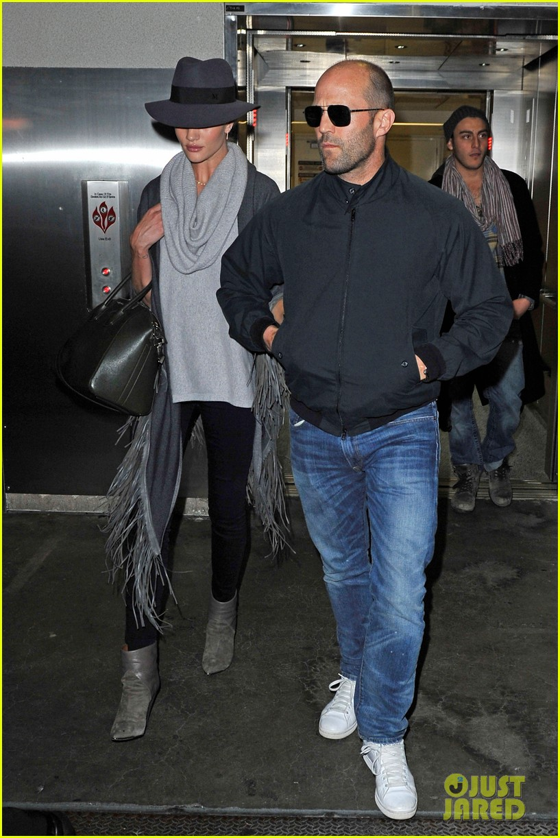 rosie huntington whiteley jason statham arrive home after romantic getaway 013026129