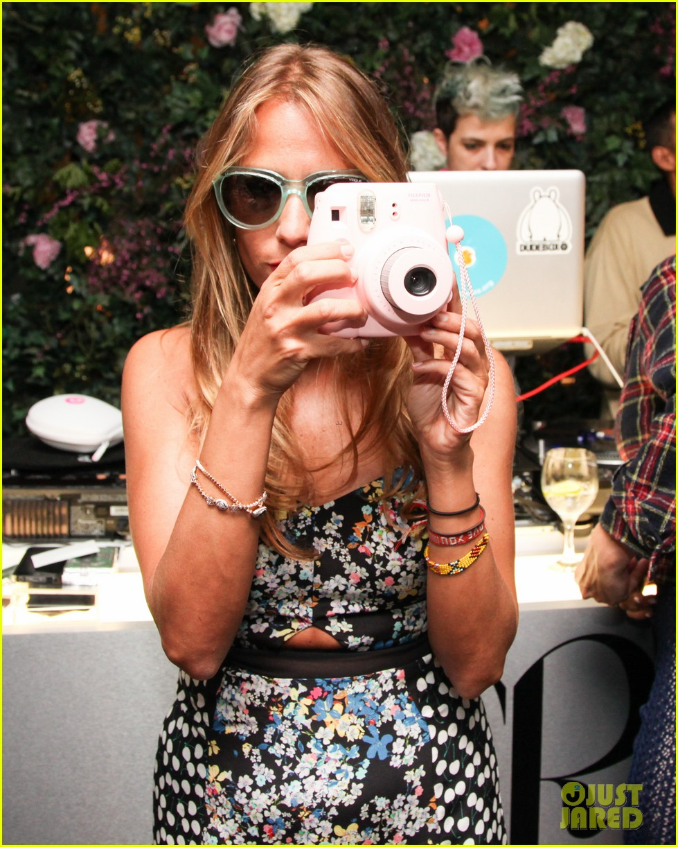 nicole richie rashida jones charlotte ronsons vogue eyewear launch party 07