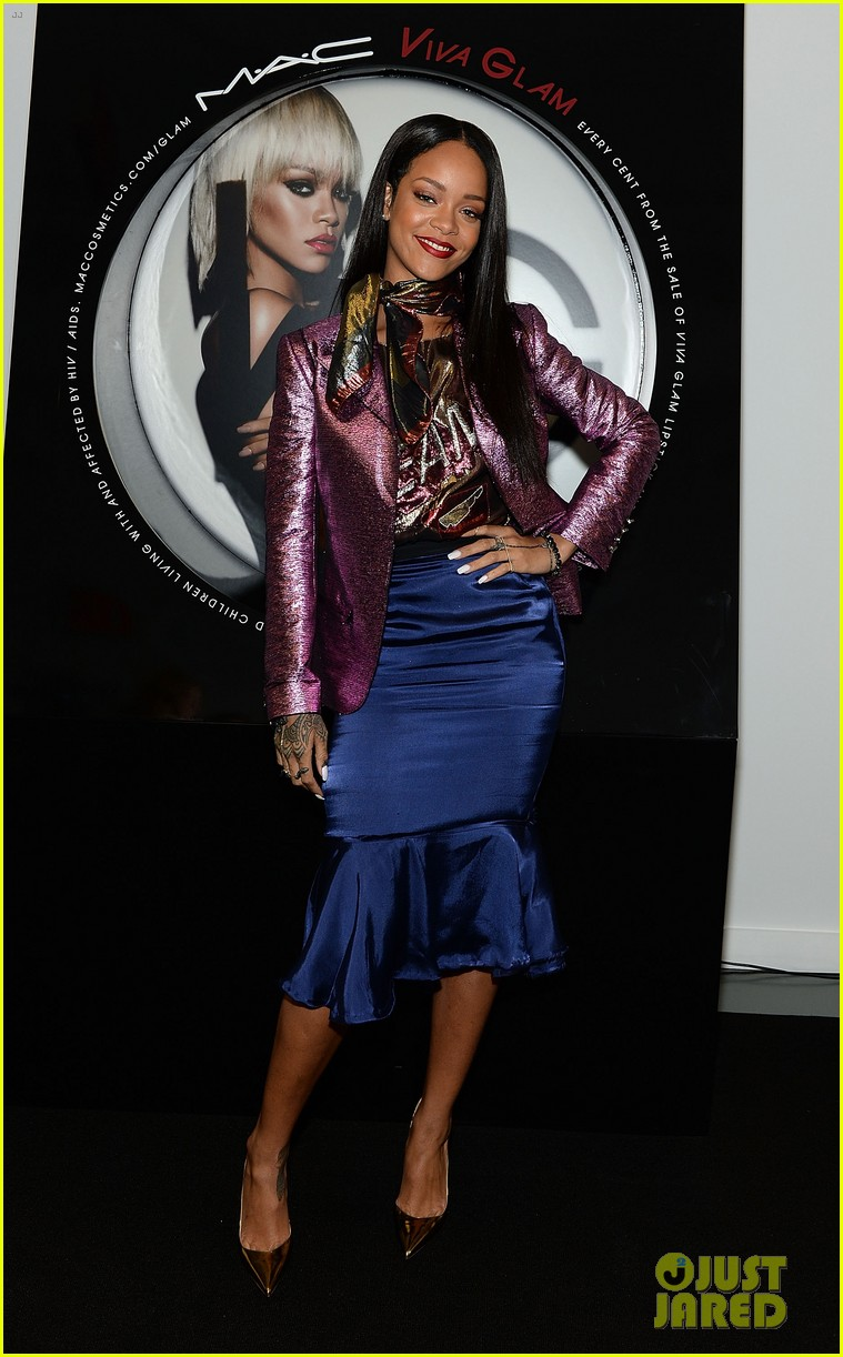 rihanna launches her viva glam cosmetics line in nyc 01