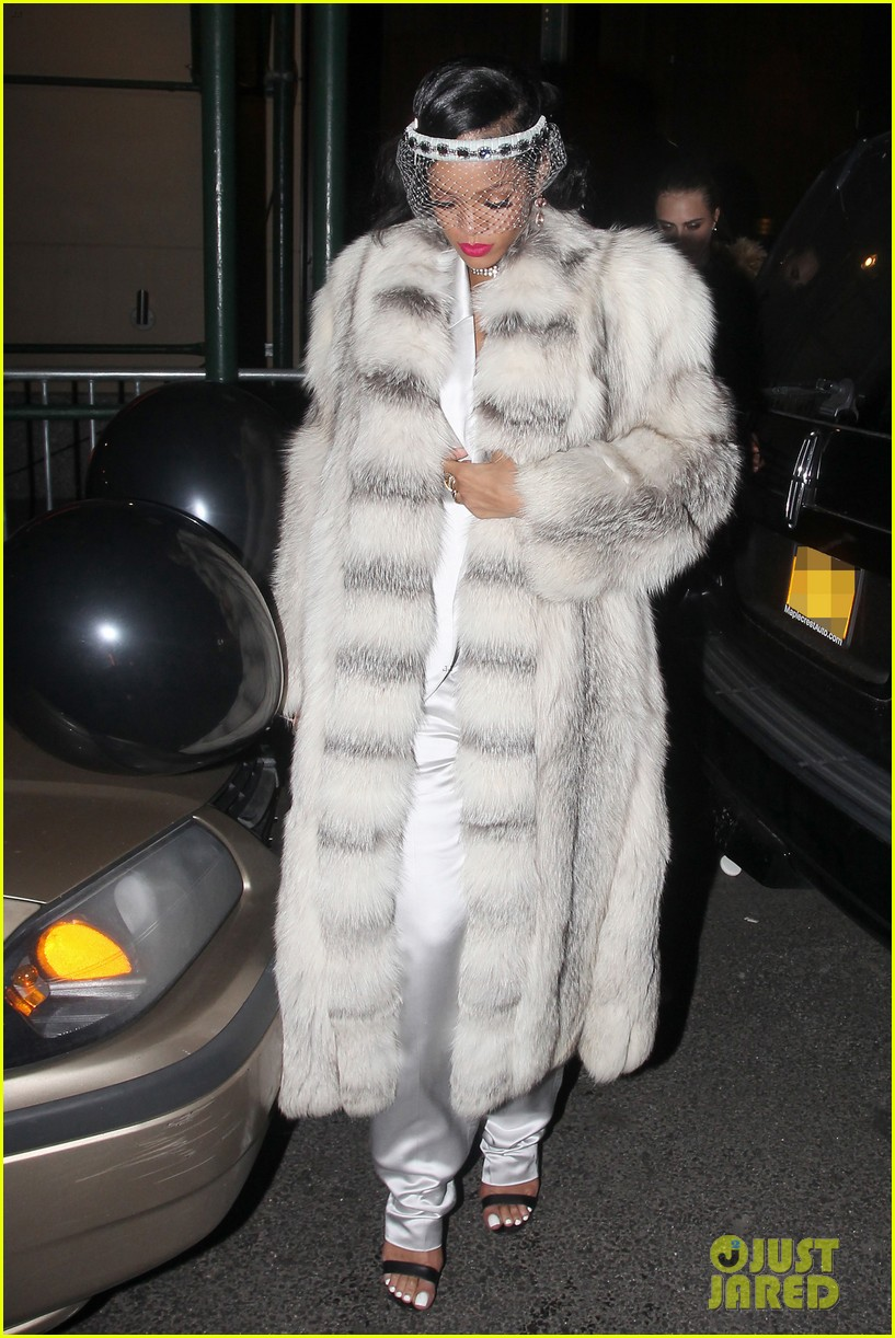 rihanna rings in new year cara delevingne nyc 07