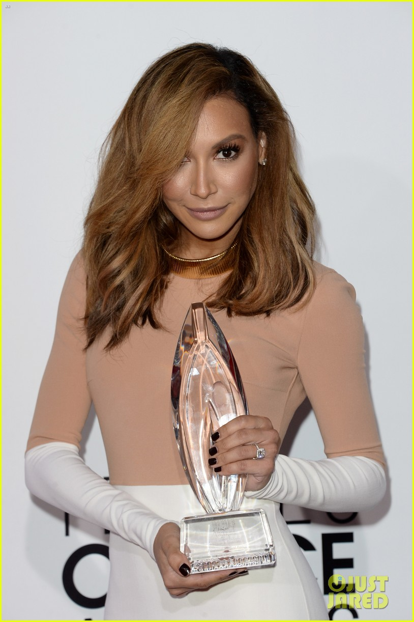 naya rivera goes blonde at peoples choice awards 2014 20
