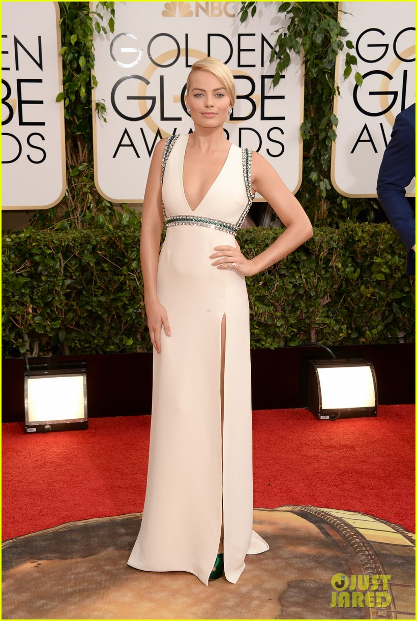 margot robbie golden globes 2014 red carpet 04