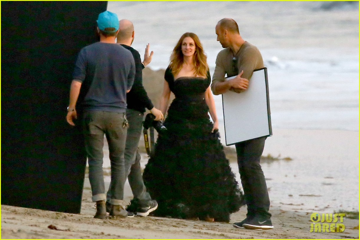 julia roberts wears elegant gown for beach photo shoot 09