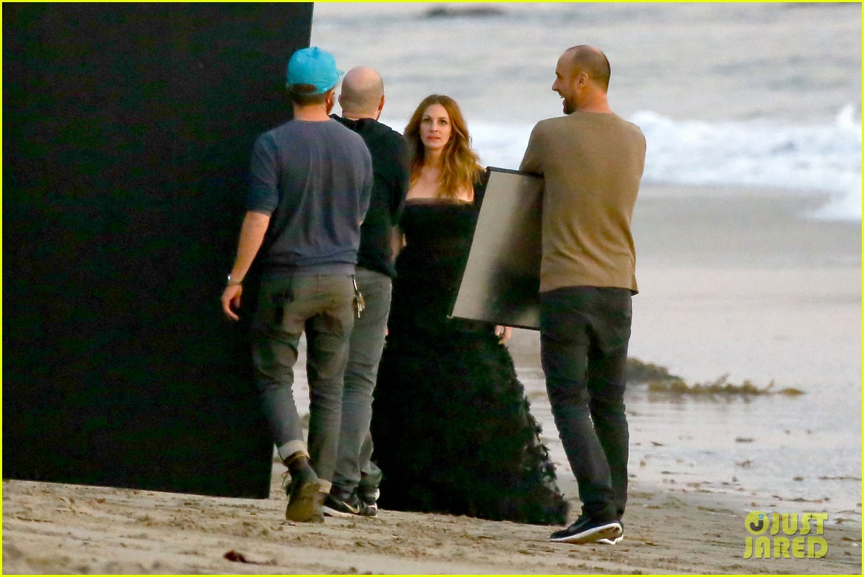 julia roberts wears elegant gown for beach photo shoot 12
