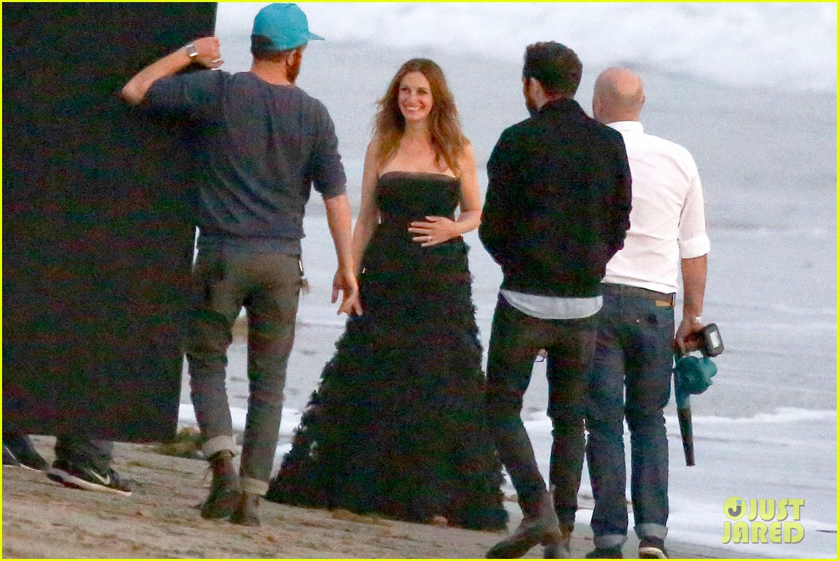 julia roberts wears elegant gown for beach photo shoot 23