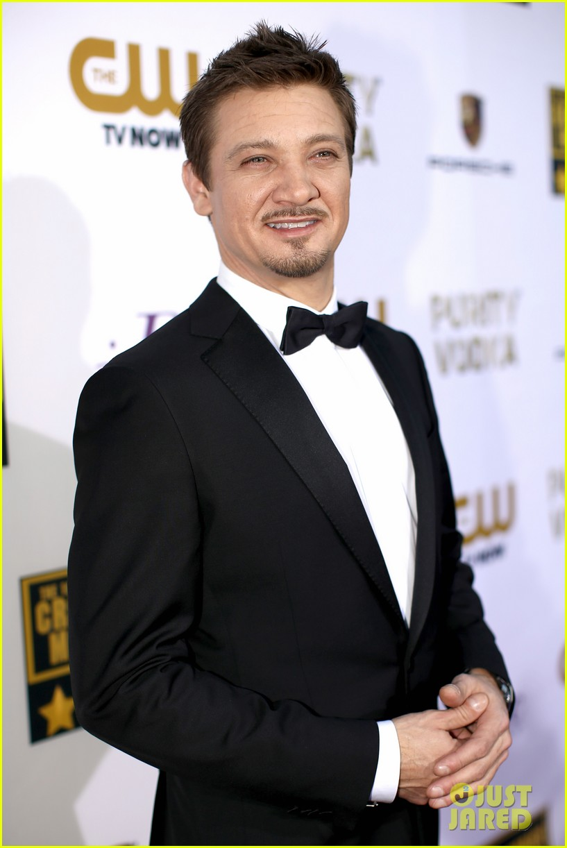 elisabeth rohm jeremy renner critics choice awards 2014 04