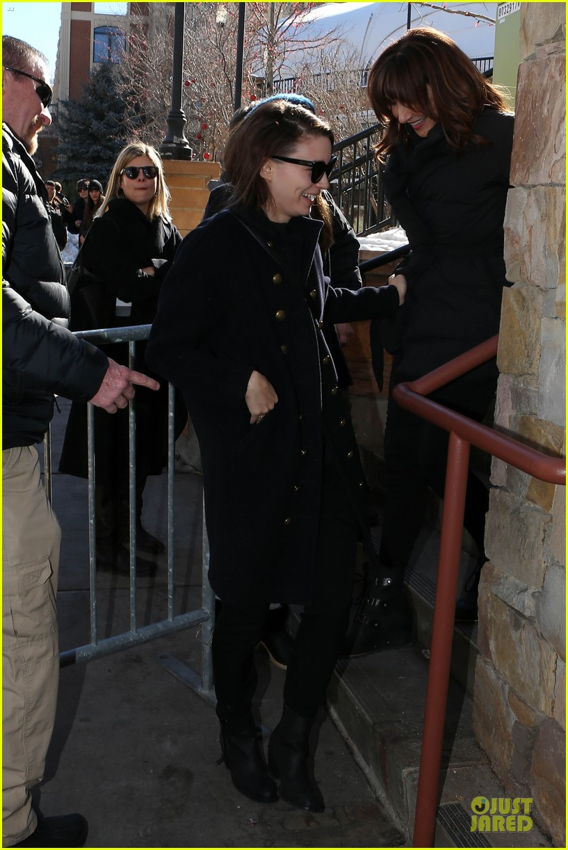 anne hathaway photobombs rooney mara at sundance 093037506