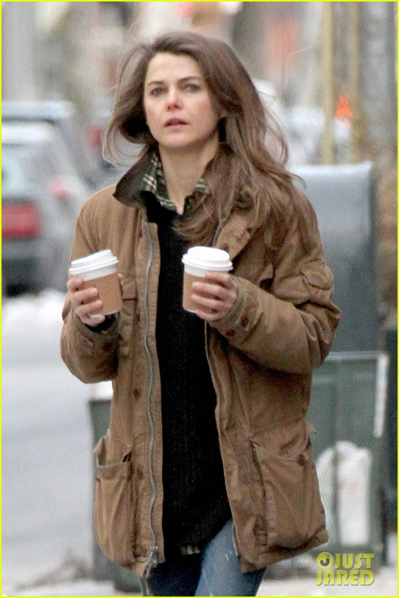 keri russell matthew rhys get in bed together for the americans 023043584