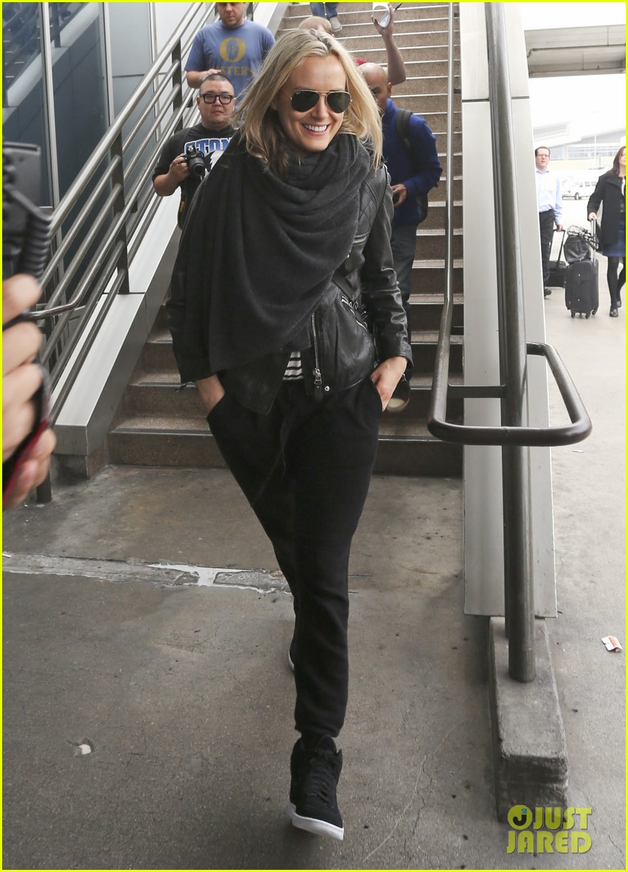 taylor schilling arrives in los angeles for golden globes week 093027059