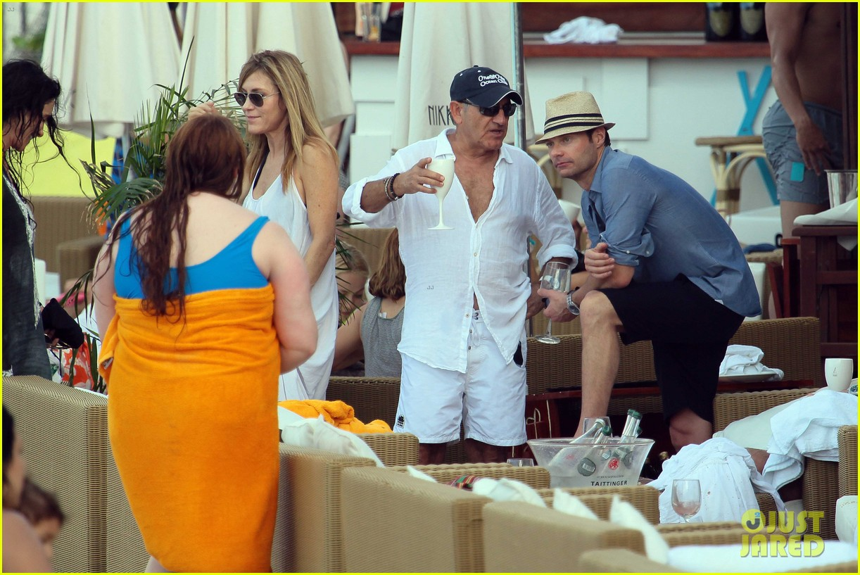 ryan seacrest enjoys drinks with friends in st barts 20