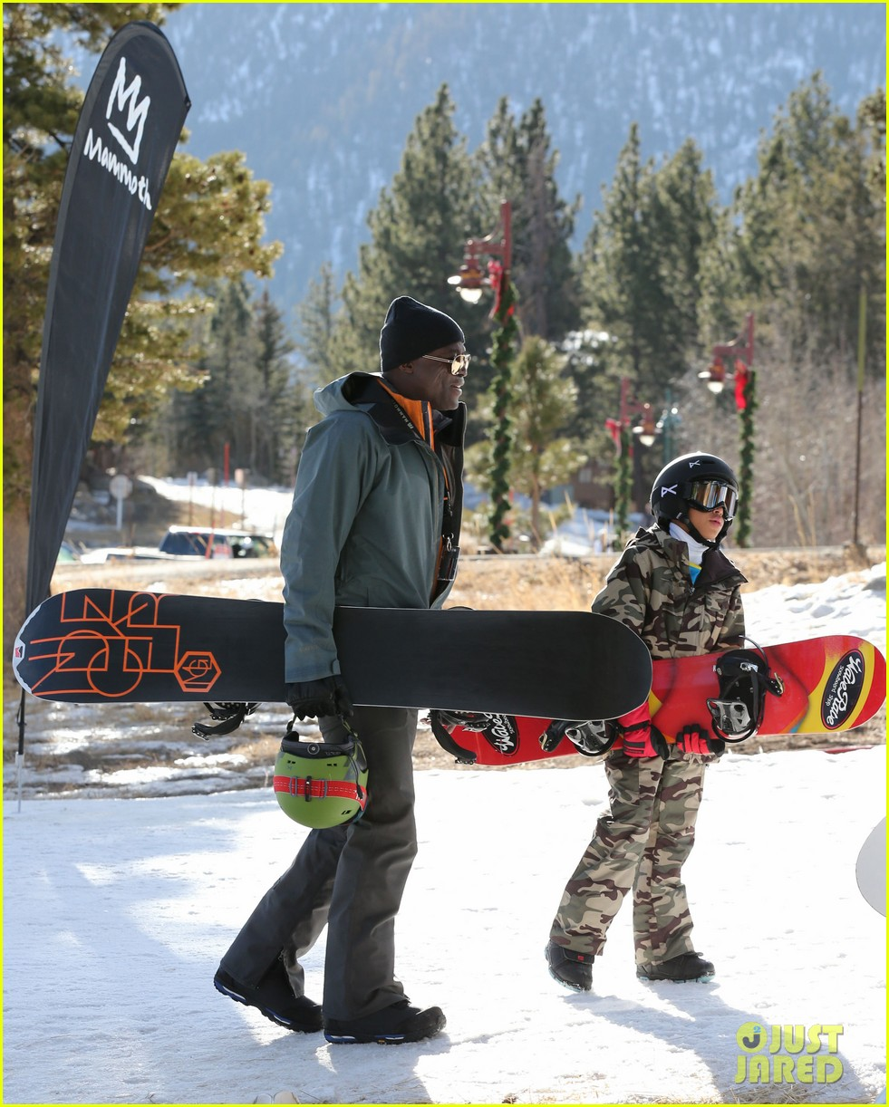 seal spends first day of 2014 snowboarding with the kids 05
