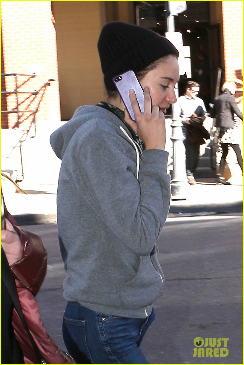 shailene woodley arrives back in la after sundance 103037625
