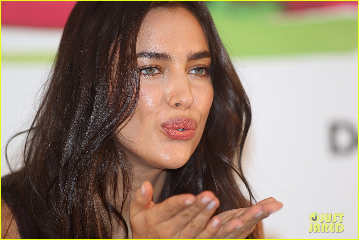 irina shayk presents new desigual campaign in spain 123042238