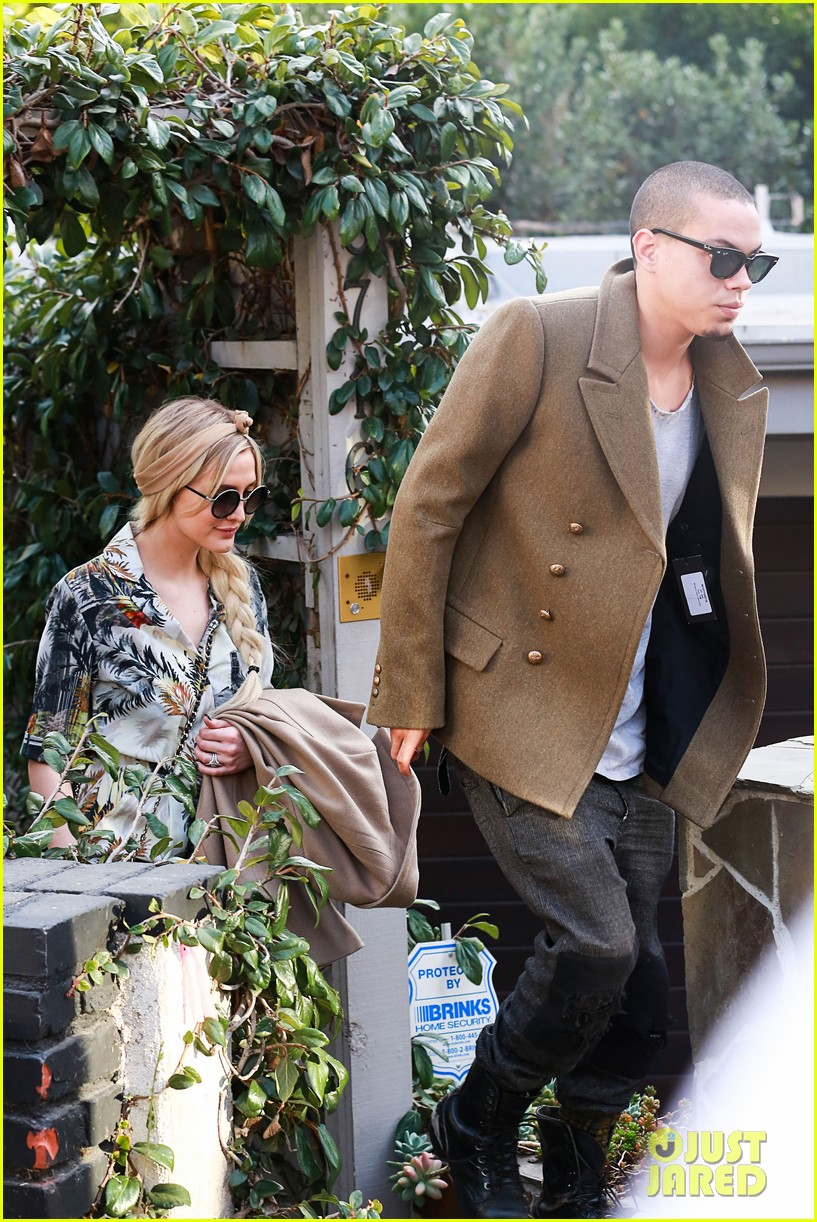 ashlee simpson evan ross dine party on saturday 01