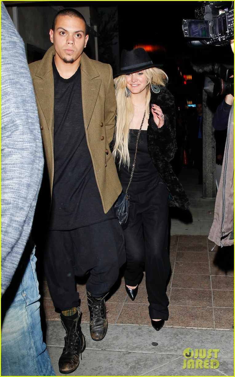 ashlee simpson evan ross dine party on saturday 05