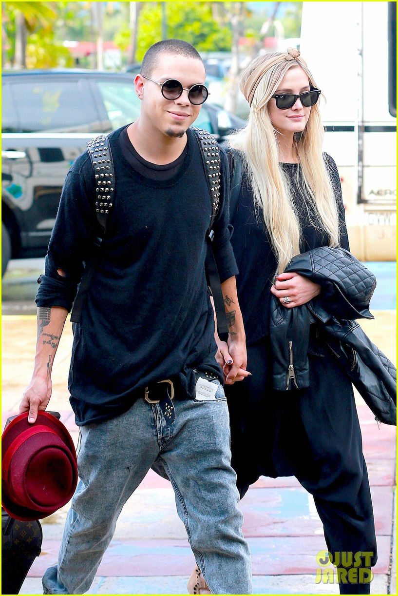 ashlee simpson evan ross fly out after engagement 093032675