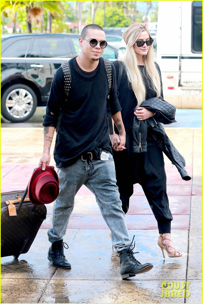 ashlee simpson evan ross fly out after engagement 10